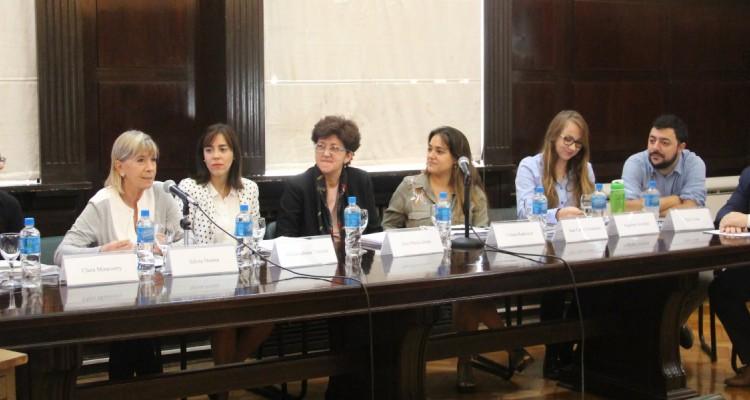 Clara Minaverry, Silvia Nonna, María Juliana Tenorio, Ana María Jaime, Violeta Radovich, Angeline González, Ezio Costa y Juan Carlos Fernández
