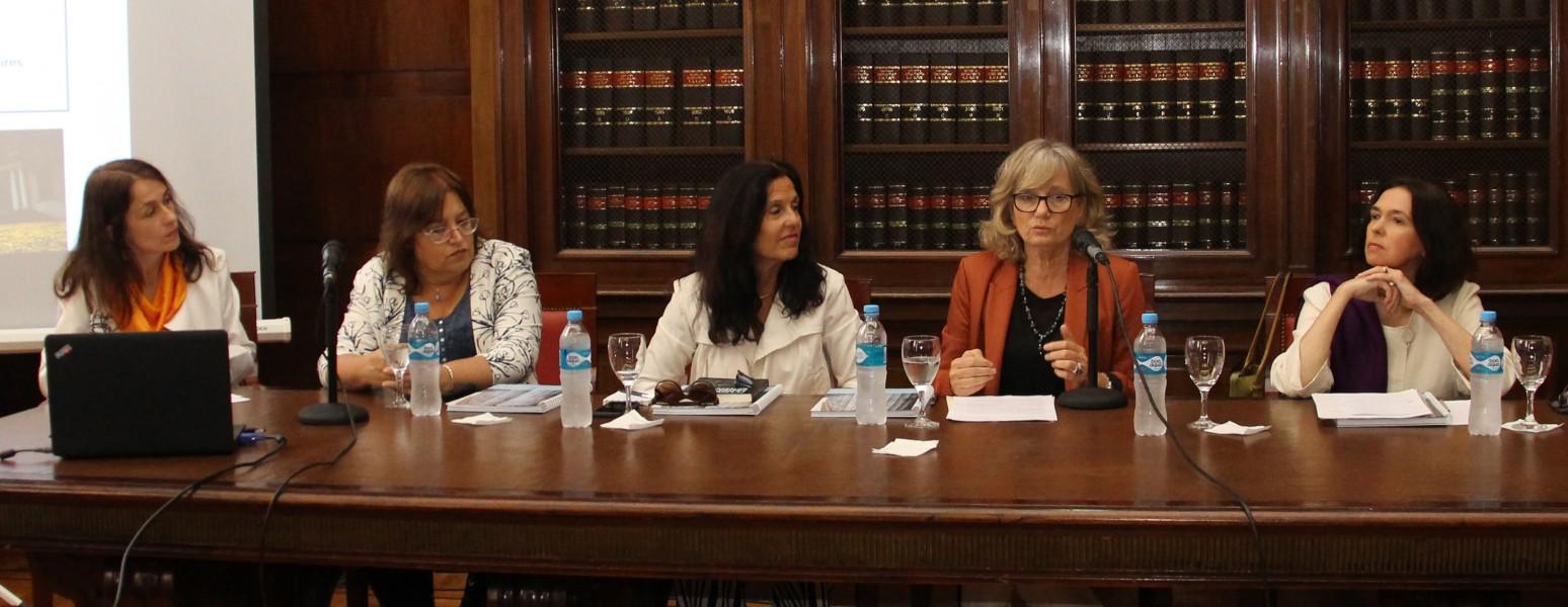 Laura Pautassi, Adriana Kantolic, Graciela Morgade, Cristina Arranz y Carolina Mera