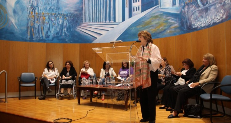 Homenaje de las mujeres a Raúl Alfonsín