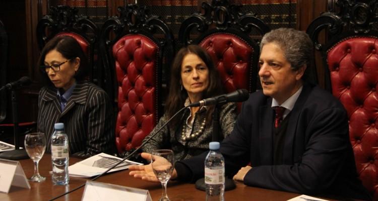 Anna Kazumi, Laura Pautassi y Marcelo Alegre