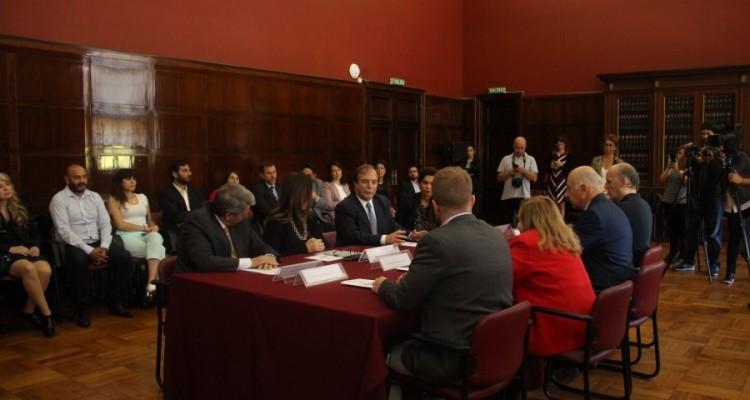 La Facultad firmó un acta compromiso para la implementación de la Guía de Buenas Prácticas para la Derivación de Casos y Consultas