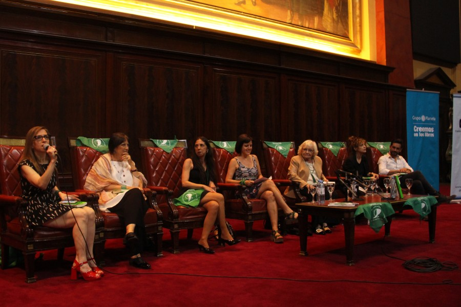 Ingrid Beck, Claudia Piñeiro, Soledad Deza, Ana Correa, Dolores Fonzi y Gonzalo Heredia