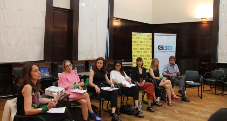Laura Pautassi, Mariela Belski, Mariana Marques, Mariana Iglesias, Jazmín Stuart, Ingrid Beck y Martín Becerra