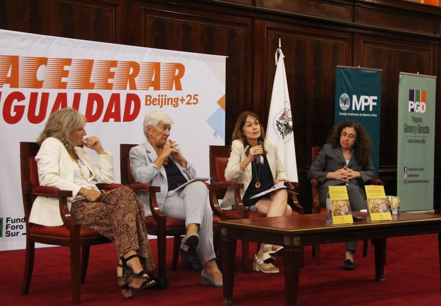 Cristina Arranz, Mónica Pinto, Laura Pautassi y Mary Beloff